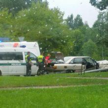 Nuo pareigūnų sprukęs vairuotojas rėžėsi į stulpus