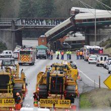 JAV nuo bėgių nuvažiavus traukiniui žuvo trys žmonės, apie 100 sužeisti