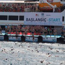 Tūkstančiai plaukikų dalyvavo lenktynėse per Bosforo sąsiaurį