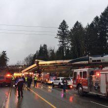 Vašingtono valstijoje nuo bėgių nuvažiavus traukiniui žuvo šeši žmonės