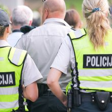 Girtas vyras sulaužė riešą policininkei, dėjusiai jam antrankius