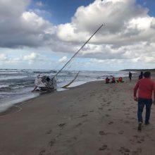 Nutraukta Baltijos jūroje dingusių vyrų paieška, išgelbėta mergina mirė (papildyta)