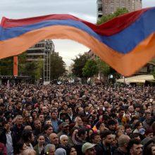 Armėnijos sostinėje demonstrantai šturmavo visuomeninio radijo pastatą