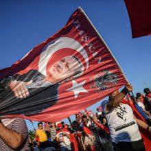 Turkijoje atšaukta dvejus metus galiojusi nepaprastoji padėtis