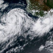 """Meksikos link artėjanti atogrąžų audra """"Norma"""" sustiprėjo iki uragano"""