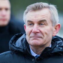 Dėl lėktuvo gedimo Seimo pirmininkas vėluoja išvykti į Bukareštą