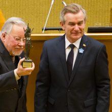 Šurmulį dėl statuso V. Landsbergiui sukėlęs V. Pranckietis nebeskuba