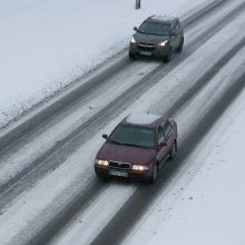 Kelininkai įspėja: Rytų Lietuvos keliuose esama slidžių ruožų