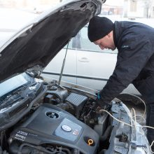 Paspaudė šaltukas: 7 patarimai, kaip rytą užvesti automobilį