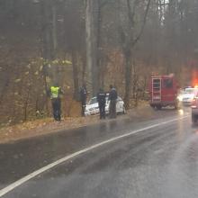 Susidūrimas Vilniuje: policijos automobilis atsidūrė griovyje