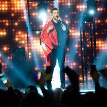 """J. Veklenko """"Eurovizijai"""" ruošiasi ir sporto salėje: įsiamžino be marškinėlių"""