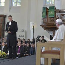 Popiežius Estijoje: technokratų visuomenė gali atsidurti egzistencinėje vergijoje
