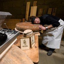 Šveicariškas eksperimentas  – sūrio brandinimas pagal muziką