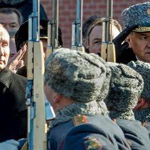 Sankcijos veikia: Rusija priversta mažinti karines išlaidas