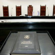 Teismas: laiku nusišalinusiai KT teisėjai negali būti keliami jokie kaltinimai