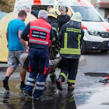 Grigiškėse degė butas, garbaus amžiaus vyras išvežtas į ligoninę