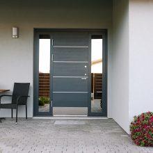 Šarvuotosios durys ir saugo, ir puošia namus