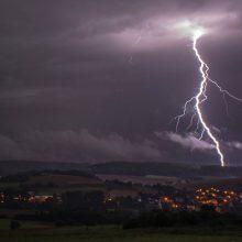 Meteorologai įspėja dėl perkūnijos, stipraus vėjo ir karščių