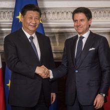 """Italija ir Kinija pasirašė memorandomą dėl naujojo """"Šilko kelio"""" projekto"""