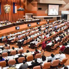 Kubos parlamentas priėmė konstituciją, kuria pripažįstama rinkos ekonomika