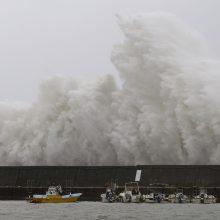 Stiprus taifūnas artinasi Japonijos link: atšaukta daug skrydžių