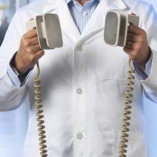 Paneigiami filmų mitai: kada medicinoje iš tiesų gali padėti defibriliatorius?