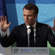 E. Macronas: Prancūzija iki 2035-ųjų uždarys 14 branduolinių reaktorių