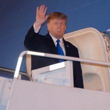 D. Trumpas nusileido Vietnamo sostinėje, kur vyks susitikimas su Kim Jong Unu