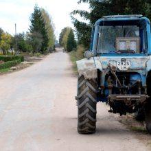 Panevėžio rajone traktorius sužalojo kelio darbininką
