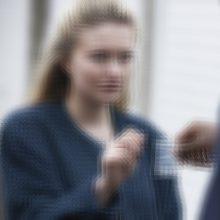 Pakruojo rajono autobusų stotelėje paauglei duota narkotikų