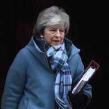 """Th. May ketvirtadienį vyks į Briuselį: sieks """"Brexito"""" sutarties pakeitimų"""