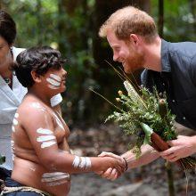 Aborigenai princui Harry aprodė atogrąžų mišką
