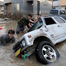 Liūčių sukelti potvyniai Japonijoje pražudė mažiausiai 100 žmonių