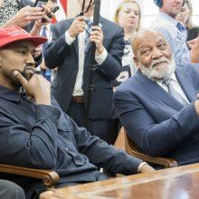 Ovaliniame kabinete priimtas K. Westas užsiminė galvojantis apie prezidento postą