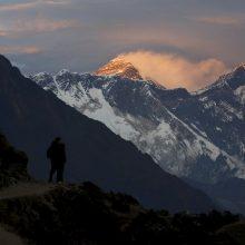 Lenkų alpinistui 10 metų uždrausta kopti į Nepalo kalnus