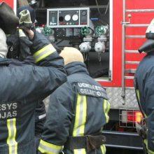 Ugniagesiai iškėlė nuo šlaito nukritusį vyrą