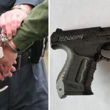 Iš tėvo pasisavintu ginklu vyras kėsinosi nužudyti šeimos narius
