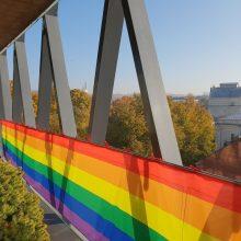 Didžiulę vaivorykštės vėliavą iškėlę kauniečiai: įvairovė mums – stiprybė