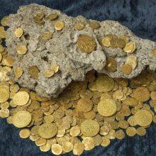 Gruzijoje tvirtovės griuvėsiuose rastas viduramžių monetų lobis