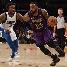 """L. Jamesas ir """"Lakers"""" sutramdė NBA naujoką L. Dončičių"""