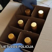 Pareigūnų laimikis – beveik 1 tūkst. dėžių nelegalios degtinės