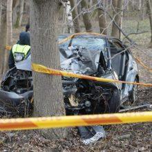 Girto vairuotojo kelionė baigėsi baisia nelaime: kartu važiavusi keleivė – komoje