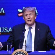 Įsigaliojo nauji D. Trumpo muitai Kinijai: kas pasikeis?