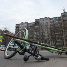 Telšių rajone pareigūnas partrenkė dviratininką