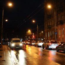Naktį nusimato plikledis – vairuokite atsargiai!