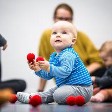 Šokio pamokėlės kūdikiams – būdas atrasti kitokį bendravimą su vaikais