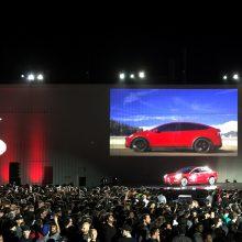 """Tesla"" ima tiekti automobilius ""Model 3"" masėms"