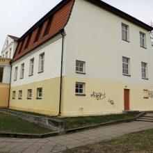 Menų gimnazija vėl tapo grafitininkų taikiniu