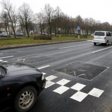 """Baltijos prospekte užkliuvo """"skaudūs"""" kalneliai"""