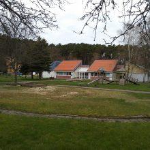 Lokacija: Juodkrantės vaikų darželis įsikūręs itin patrauklioje vietoje.